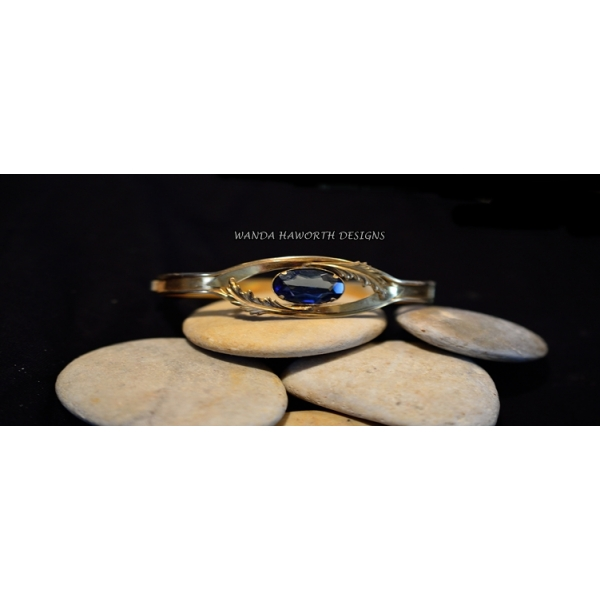 Brass hinge closure bracelet